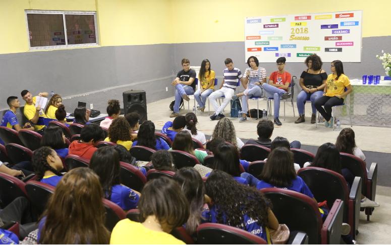 Estudantes da Escola César Cals conhecem profissões e descobrem novos interesses