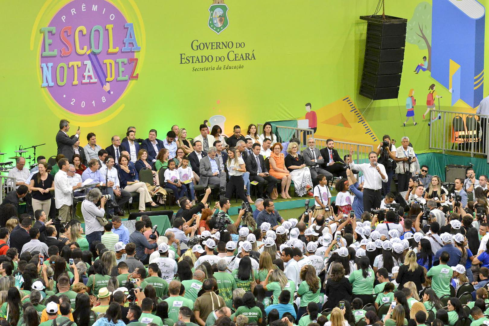 Com os melhores resultados da educação na história, 182 municípios cearenses recebem Prêmio Escola Nota Dez